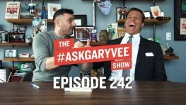 Tony Robbins Books, Unshakeable, Gratitude & Focusing on Your Steak | #AskGaryVee 242